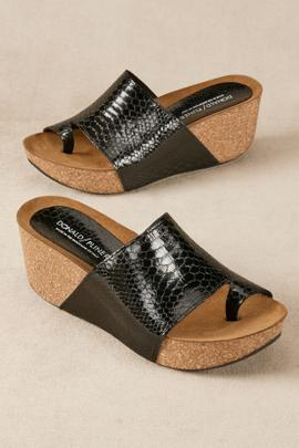 Donald Pliner Ginie Wedges