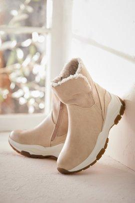 Stylish Fur Trimmed Sneaker