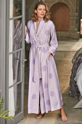 Lucetta Robe