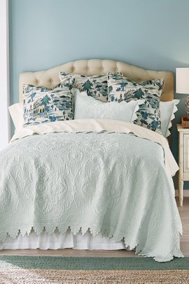 Marguerite Scalloped Quilt