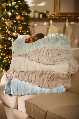 + QUICKSHOP La Parisienne Faux Fur Throw