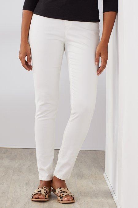 Petites 360-Degree Slim Line Jeans
