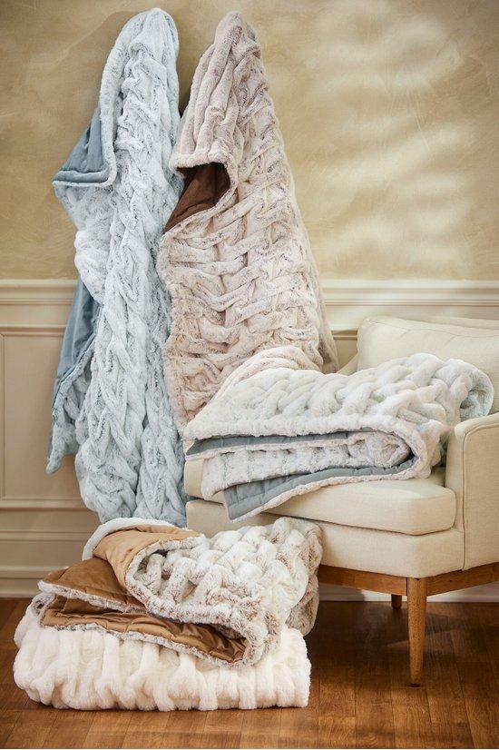 La Parisienne Faux Fur Throw - Cozy Blanket  7740205cb5524
